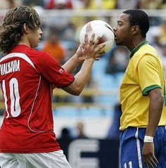 Brazil 3 Chile 0 in 2007 in Maturin. Jorge Valdivia puts the ball to Robinho's face as things get a bit heated in Group B at Copa America. Football Players, World Cup, America, Face, Brazil, Group, America's Cup, Palm Plants, Backgrounds