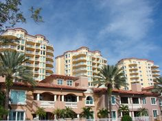 Vinoy Place is a 102 unit condominium complex consisting of four mid-rise towers and ten city homes situated on the west shore of Tampa Bay.  Vinoy Place is located between the Renaissance Vinoy Hotel and Vinoy Park.