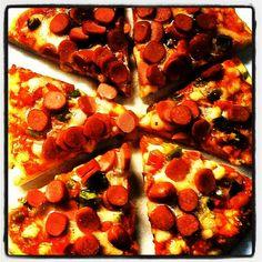 #homemade #pizza :) - @miguelcizeron- #webstagram Pepperoni, Pizza, Homemade, Food, Home Made, Diy Crafts, Meals, Hand Made, Diys