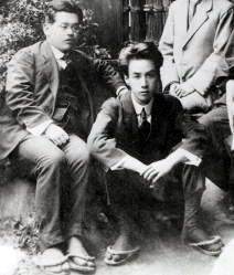 ElPremio Akutagawafue creado en 1935 por Kikuchi Kan (1888-1948) en memoria de su amigo el escritor Akutagawa Ryūnosuke (1892-1927). Kikuchi fue una de las figuras más importantes del mundo edito...
