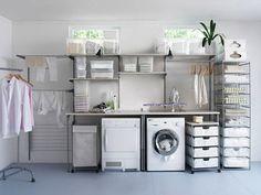 Háztartási helyiség a.k.a. mosókonyha - ágy - asztal - tv