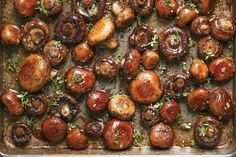 These Sheet Pan Garlic Mushrooms are Side Dish Goals. Looking for ideas for recipes for side dishes for you steak dinner? These easy roasted shrooms are easy and healthy! You'll need garlic butter lemon thyme rosemary and mushrooms. Mushroom Side Dishes, Best Side Dishes, Side Dish Recipes, Side Dishes For Steak, Steak Dinner Sides, Roast Chicken Side Dishes, Recipes Dinner, French Side Dishes, Mushroom Meals