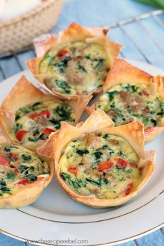 Mini Wonton Quiche: an easy breakfast or lunch recipe that's good for you! Less than 100 calories per quiche. Quiche Recipes, Brunch Recipes, Breakfast Recipes, Tapas, Wonton Recipes, Appetizer Recipes, Wanton Wrapper Recipes, Recipes With Egg Roll Wrappers, Italian Appetizers