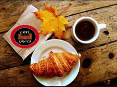 autumn / fall breakfast - coffee and croissant Brunch, Fall Breakfast, Perfect Breakfast, Breakfast Croissant, Parisian Breakfast, French Croissant, Autumn Morning, Saturday Morning, Early Morning