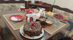 Chá da tarde de natal, arrumando a mesa, enquanto as amigas chegam.