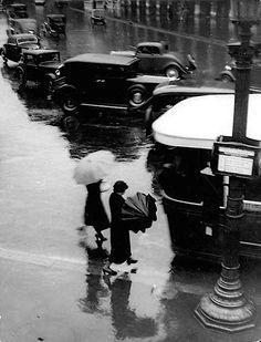 Sous le pluie (In the Rain), Rue de Rivoli, Paris - 1937 - Photo by Brassaï (Hungarian, 1899-1984) - #MlleSam Dieppe Normandie France.