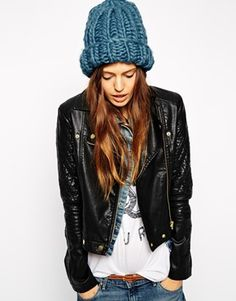 Loving this oversized beanie. Perfect worn with your faux furs and leather jackets. http://asos.do/oamKLC