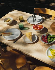 What started as a glass factory in Iittala, Finland, today celebrates generations of essential objects where quality, aesthetics and functionality are important values. Iittala believes in interior design that lasts a lifetime. Human Instincts, Samos, Hygge, Food Styling, Finland, Serving Bowls, Tea Pots, Lunch, Plates