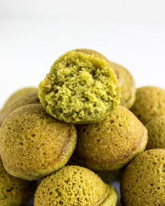 Baked Spinach Doughnut Holes – Wee Little Vegans Doughnut Pan, Doughnut Holes, Baking Muffins, Mini Muffins, Healthy Sweet Treats, Yummy Treats, Mini Muffin Pan, Quick Healthy Breakfast, Bite Size