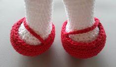Luciana Ponzo Criações em Crochê: Receita Coelha Sewing Patterns, Baby Shoes, Dolls, Kids, Cushion, Knitted Baby Blankets, Rabbit Recipes, Crochet Rabbit, Crochet Animal Amigurumi