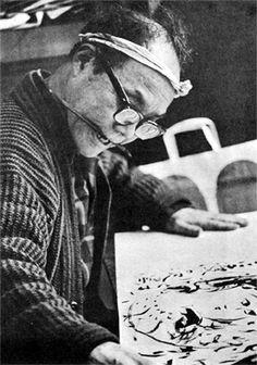 Munakata Shikô en plein travail dans les années 1960