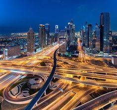 La ciudad de Dubai está situado en la costa norte del emirato y dirige el Dubai-Sharjah-Ajman