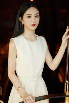 Airport Fashion Kpop, Beautiful Chinese Women, Princess Agents, Zhao Li Ying, Yoona Snsd, Girl Photography Poses, Airport Style, Skirt Fashion, Evening Dresses