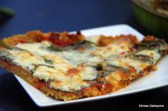 """Zdrowo zakręcona: """"Pizza"""" z kaszy jaglanej z grillowanym bakłażanem, szpinakiem i serem pleśniowym"""