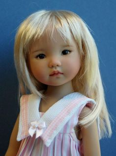 Kuwahi dolls~ no link, but what an adorably sweet little girl!