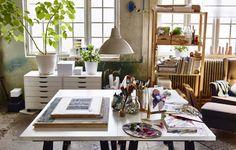 Finde heraus, wie man aus einem Wohnzimmer ein Kreativzimmer machen kann.