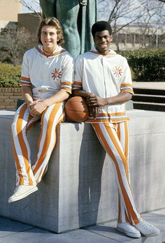Bernard King and Ernie Grunfeld :: John Iacono/SI 1976 at U of Tennessee! Vols Basketball, Basketball History, Basketball Legends, College Basketball, Basketball Players, Tennessee Football, University Of Tennessee, Pittsburgh Steelers, New York Knickerbockers