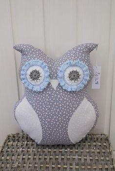 Baby Uggla, Baby Owl, Ugglekudde, Kudde, Pillow, Tyg, Fabric, Blommigt, Flowers, Virkat, Crochet, Hantverk, Handmade