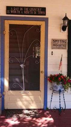 Look how great our customer's entrance looks with the vintage screen door she bought from Country Town! Yay!