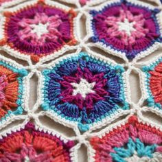 "869 Beğenme, 30 Yorum - Instagram'da Kirsten (@haakmaarraak): ""The free crochet pattern for the Borealis blanket is now available on the blog! And with that I'm…"""