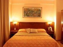 Szállás Románia, Tichet de vacanță, Maxim Hotel At The Hotel, Outdoor Pool, Front Desk, Guest Room, Indoor, Bed, Hotels, Popular, Furniture