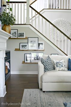 Kitchen Living Rooms The Pottery Barn look for WAY less from Thrifty Decor Chick - Simple DIY picture frame ledges to fill odd wall space under the stairs. Get the Pottery Barn look for WAY less! Coastal Living Rooms, Home And Living, Small Living, Living Room Decor Pottery Barn, Pottery Barn Entryway, Pottery Barn Kitchen, Pottery Barn Playroom, Modern Living, Pottery Barn Shelves