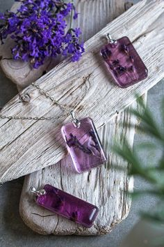 How to Make Resin Pendants with Lavender Resin Jewelry Tutorial, Diy Jewelry Tutorials, Lavender Crafts, Lavender Flowers, Lavender Ideas, Lavender Garden, Lavender Bags, Dried Flowers, Resin Necklace