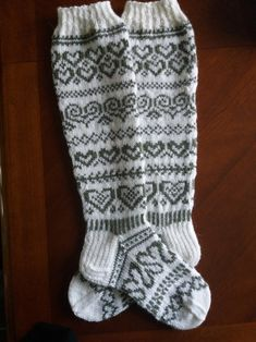 Crochet Socks, Knit Or Crochet, Knitting Socks, Wool Socks, Dress Sewing Patterns, Yarn Crafts, Knitting Projects, Mittens, Slippers