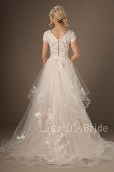 Pakistani Bridal Dresses, Modest Wedding Dresses, Designer Wedding Dresses, Bridal Gowns, Bridesmaid Gowns, Wedding Dress Mermaid Lace, The Dress, Fancy Dress, Wedding Bride
