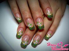 дизайн ногтей френч с рисунком цветка