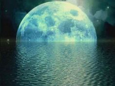 full moon going down in the ocean♥♥ Dream Background, Moon Setting, Shoot The Moon, Moon Rise, Moon Magic, Beautiful Moon, Beautiful Things, Amazing Things, To Infinity And Beyond