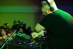 Kristian Nairn djing the dance Hal-Con 2014 - photo credit Dan Miner