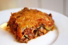Groentelasagne || oven || olijfolie, courgette, ui, paprika, knoflook, mozarella, geraspte kaas, (vegetarisch) gehakt, gezeefde tomaten, peper en zout