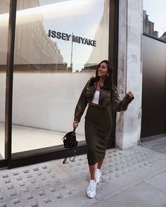 - - - - Source by juvenil femenina moda elegante Classy Outfits, Chic Outfits, Spring Outfits, Trendy Outfits, Fashion Outfits, Fashion Killa, Girl Fashion, Womens Fashion, Mode Ootd