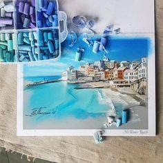 Wo so manch anderer Künstler seine Pinsel und Farbtuben verstaut, hat Elena Tatkina aus Moskau ihre unzähligen Dosen mit Kreide zu stehen. Alle fein säuberlich nach Farben sortiert - und davon hat sie wirklich jede Menge. Die große Auswahl wird aber auch b
