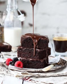 Ultimate chocolate brownies by 💗 . cup gluten free all purpose flour cup cocoa powder non-dairy dark chocolate,… Brownie Recipes, Chocolate Recipes, Chocolates, Baking Recipes, Dessert Recipes, Baking Pan, Milk Shakes, Chocolate Brownies, Melted Chocolate