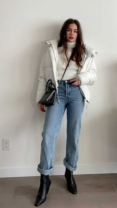 Easy Winter Outfit: wearing a white turtleneck sweater tucked into & Other Stories straight mid rise organic cotton jeans that I like to roll at the bottom. Casual Winter Outfits, Winter Fashion Outfits, Look Fashion, Edgy Fall Outfits, Casual Winter Style, Classy Winter Fashion, Simple Edgy Outfits, Classy Chic Outfits, Women Casual Outfits