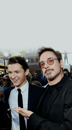 Tom Holland and Robert Downey Jr. Tom Holland Peter Parker, Marvel Actors, Marvel Movies, Tony Stark, Iron Man, Rober Downey Jr, Tom Holand, Marvel Couples, Toms
