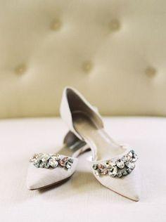 20 Vintage Wedding Shoes that WOW – Schuhe – - Bridal Shoes Silver Wedding Shoes, Wedding Flats, Bling Wedding, Vintage Heels, Vintage Décor, Vintage Style, Trendy Wedding, Wedding Vintage, Blue Shoes