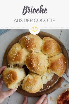 Fluffige französische Brioche aus der Cocotte If you could eat clouds, they would certainly be as deliciously fluffy and sweet as this buttery brioche. Breakfast Dessert, Breakfast Recipes, Bread Recipes, Baking Recipes, French Brioche, Nutella, Food Porn, Köstliche Desserts, Mets