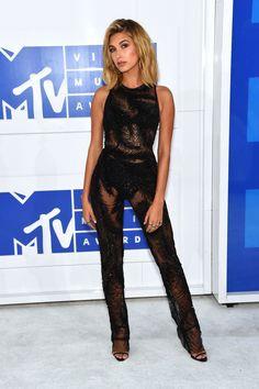 Hayley Baldwin on the red carpet #VMA