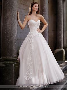 A chapel length train, and a sweet heart neckline. Such a romantic gown. David Tutera for Mon Cheri. Style: Topaz