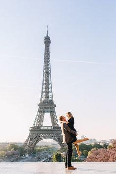 Get inspired for your next trip to Paris - take a look at 50 of the most beautiful photos the Eiffel Tower that will have you packing your bags for France! Quebec, Travel Outfit Summer, Cool Cafe, Travel Memories, Vacation Trips, Family Vacations, Tour Eiffel, Travel Inspiration, Travel Ideas