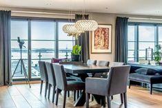 Athen spisegruppe 220 + 40x2 + 8 stoler - designerhome.no Conference Room, Dining Chairs, Elegant, Table, Furniture, Design, Home Decor, Athens, Classy
