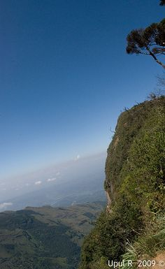 Worlds end, Horton Plains, Sri Lanka (www.secretlanka.com) #SriLanka #HortonPlains #WorldsEnd