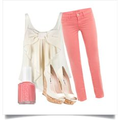 Idk if I can pull off colored jeans but I might try with this outfit!