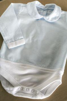 Como houve quem me tivesse pedido mais pormenores sobre a camisa-body de bebé, resolvi fotografar o processo para que vejam como é fácil e rápido transformar uma camisa de bebé num body. Esta é uma…