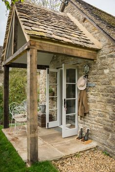 Love this old stone cottage - tour the isnide kellyelko.com