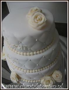 bruidstaart stijlvol, wit met licht gele afwerking/rozen en ruitjespatroon