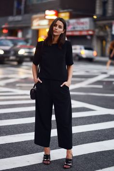 This combo of a black short sleeve blouse and black culottes is hard proof that a pared down off-duty look can still look stylish. To give this outfit a classier vibe, complement this outfit with black embellished leather mules. How To Wear Culottes, Black Culottes, Image Fashion, Looks Black, Fashion Mode, Street Fashion, All Black Outfit, Work Wardrobe, Minimal Wardrobe
